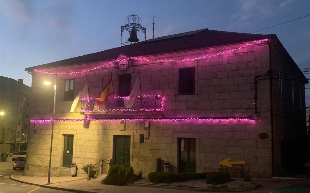 O Concello de Silleda ilumina a súa fachada de rosa contra o cancro de mama